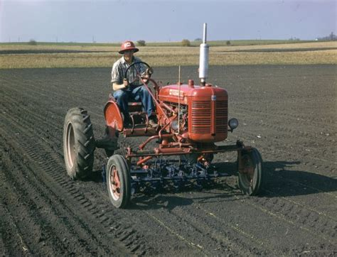 """How to cultivate on 36"""" row centers - Farmall Cub"""
