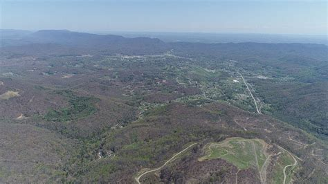"""Middlesboro, Kentucky Built Within A Meteor Crater """"Fly"""
