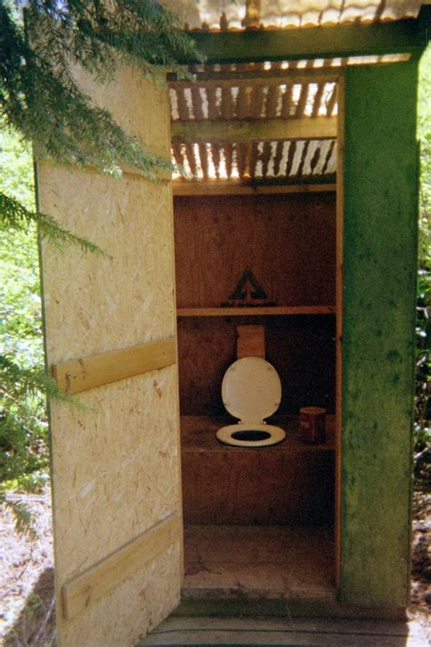 outhouse — Wiktionnaire