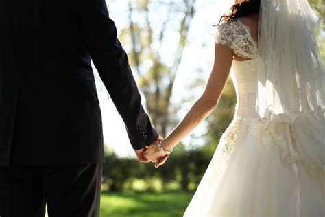 Why do marriages succeed or fail? - Vox