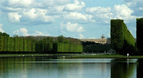 Riches of Versailles: An Eating & Walking Tour