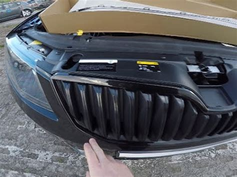 Skoda Octavia III how to replace grille frame - YouTube