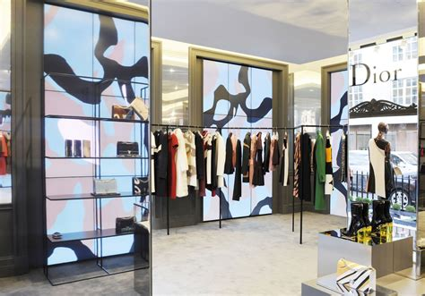 Dior's New Pop-Up Store Opens In London - Pursuitist