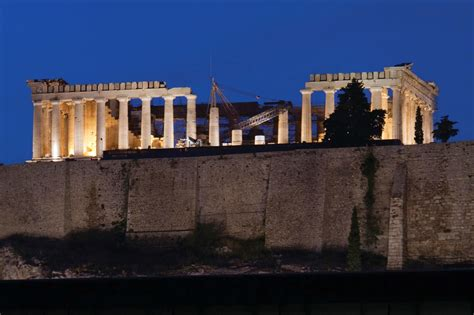 The New Acropolis Museum, a Minimalist Showcase for